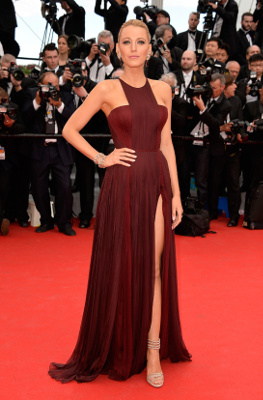 Blake Lively robe bordeaux cannes 2014