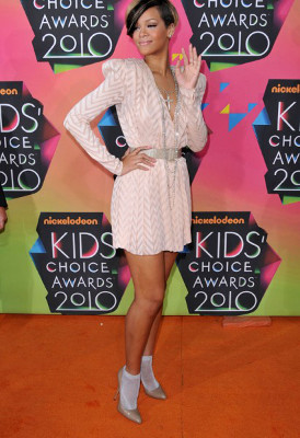 Rihanna chaussettes escarpins 2010