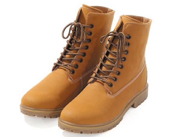 2d7e5a986c56 Non, non, les chaussures montantes en nubuck ne sont pas réservées aux  trekkings dans les Pyrénées. En ville, elles vous assurent un look nature  mais non ...