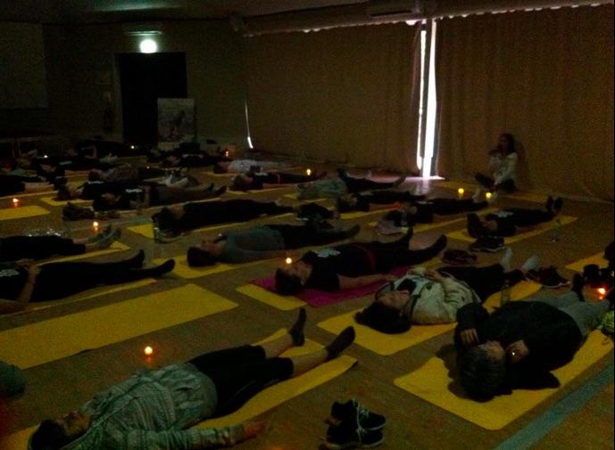 méditation dans le noir