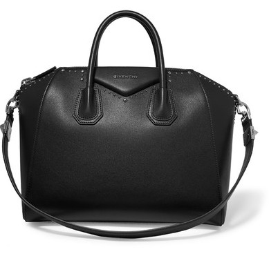 Le Sac Antigona moyen modèle en cuir noir clouté de Givenchy   sobre et  très élégant, on apprécie tout de même la fantaisie des petits clous et sa  forme qui ... d05a98b2af45
