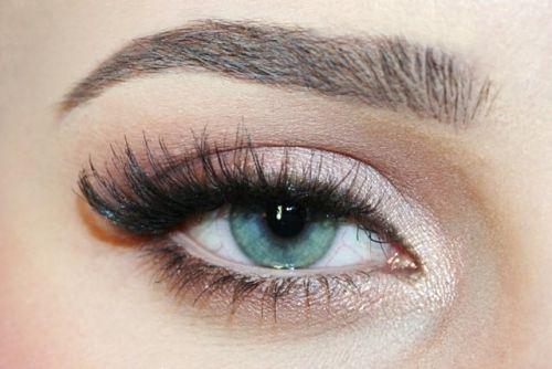 le maquillage de vos yeux en fonction de leur couleur trucs de nana. Black Bedroom Furniture Sets. Home Design Ideas