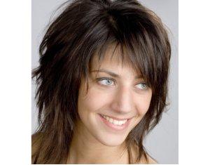 Coupe de cheveux pour un long nez