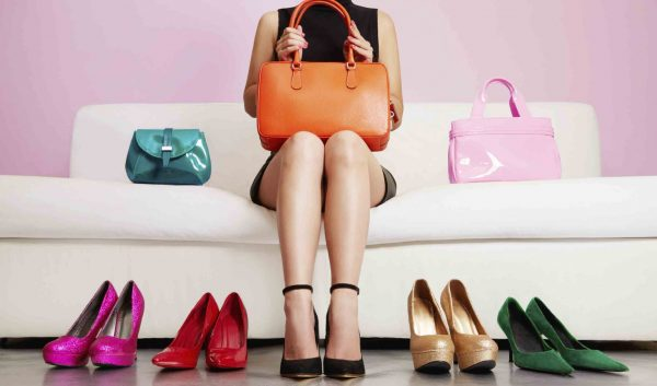femme-shopping-chaussures-2560x1504