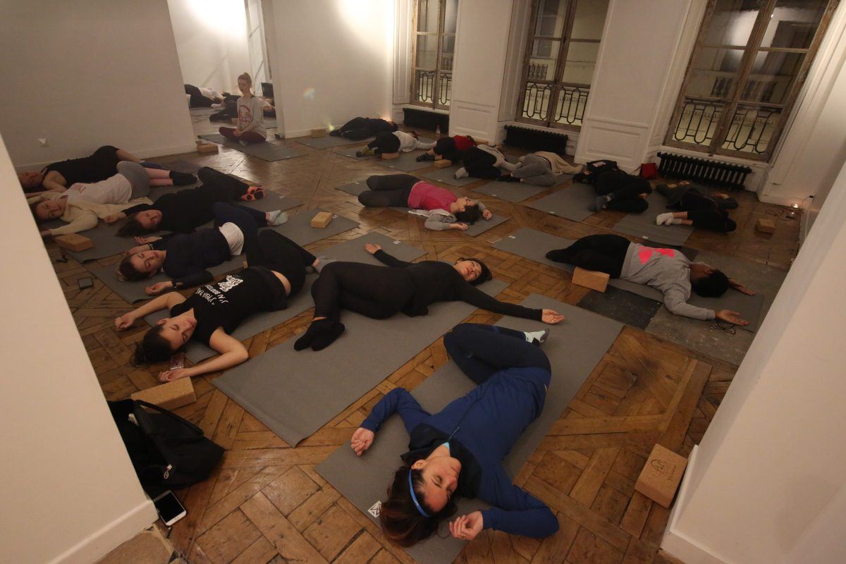 yin-yoga-xmas-party