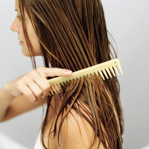 soin-cheveux-brosser