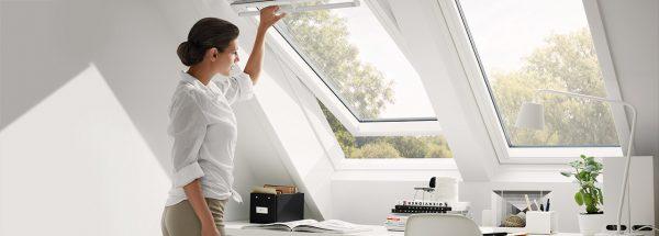 fenêtre-maison-femme