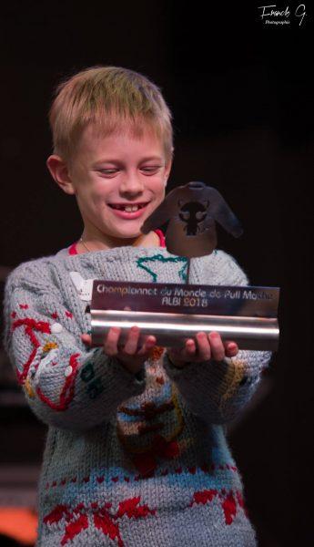 b393688173238 championnat pull moche de noel albi - catégorie enfant