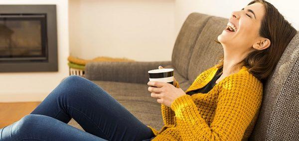 femme-thé-rigoler