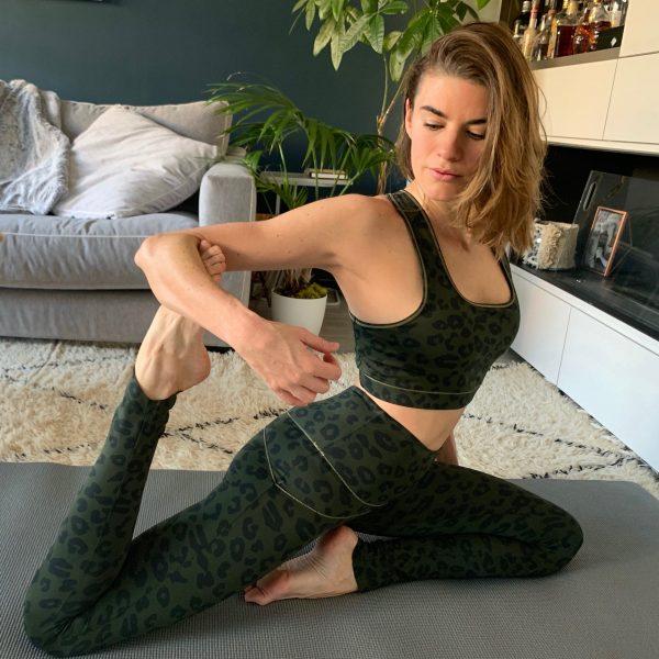 tenue de Yuj yoga