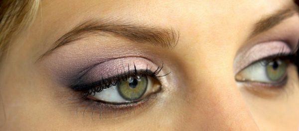 yeux verts maquillé