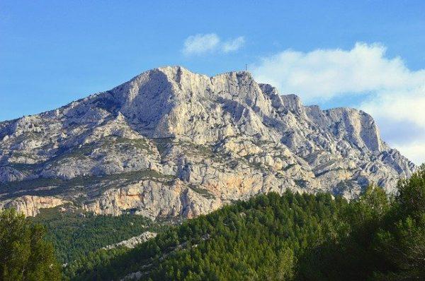 Cap-sur-Aix-en-Provene-Montagne-Sainte-Victoire